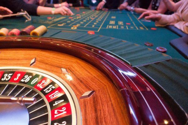 إدمان المقامرة ومشاكل علاج المدمنين
