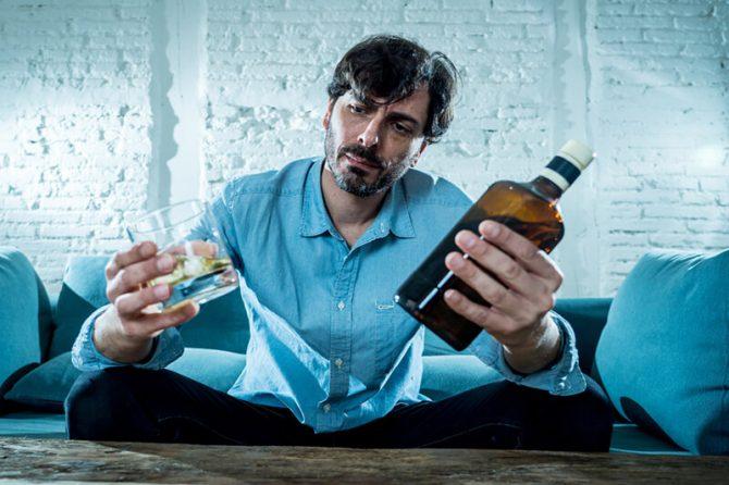 هل أنا مدمن على الكحول؟