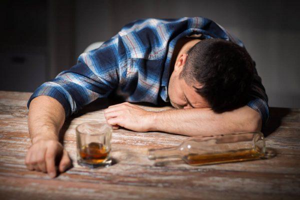 الآثار النفسية والجسدية لإدمان الكحول