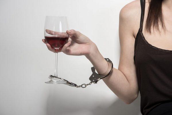 إدمان الشباب على الكحول