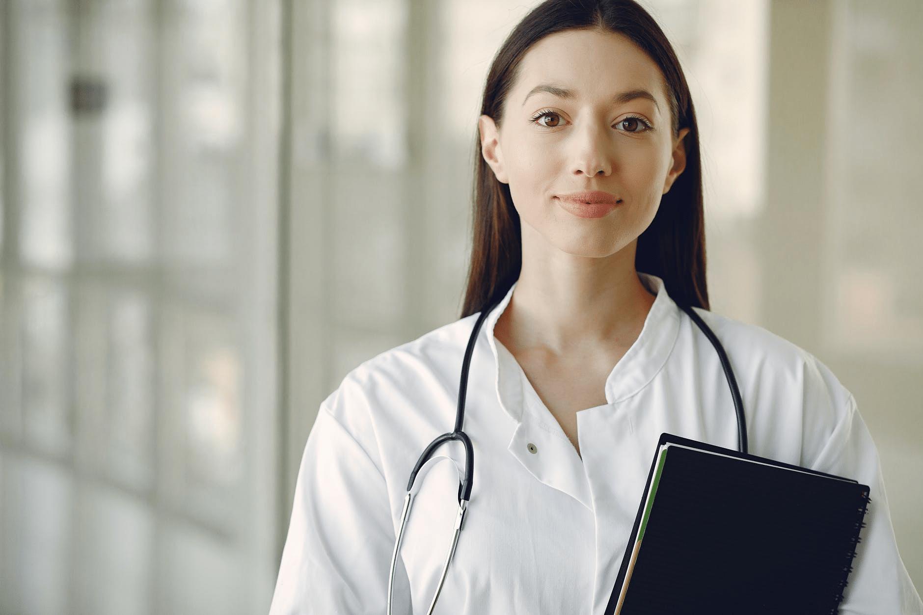 Medicinski stručnjak u klinici za lečenje zavisnosti.